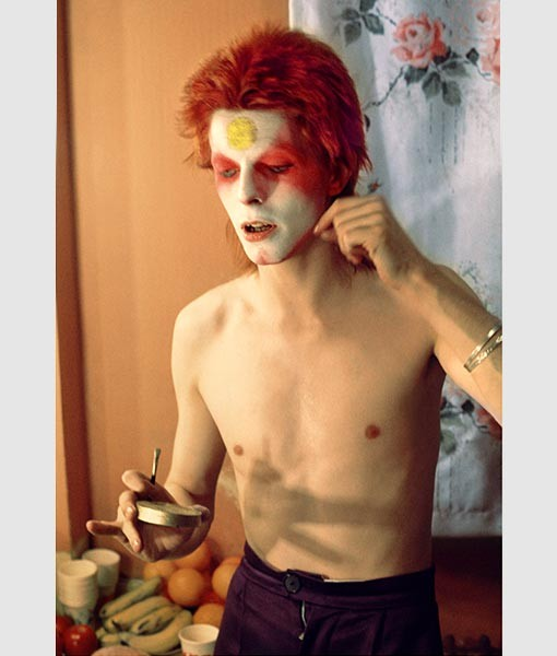Bowie Pulling Off Mask UK 1973