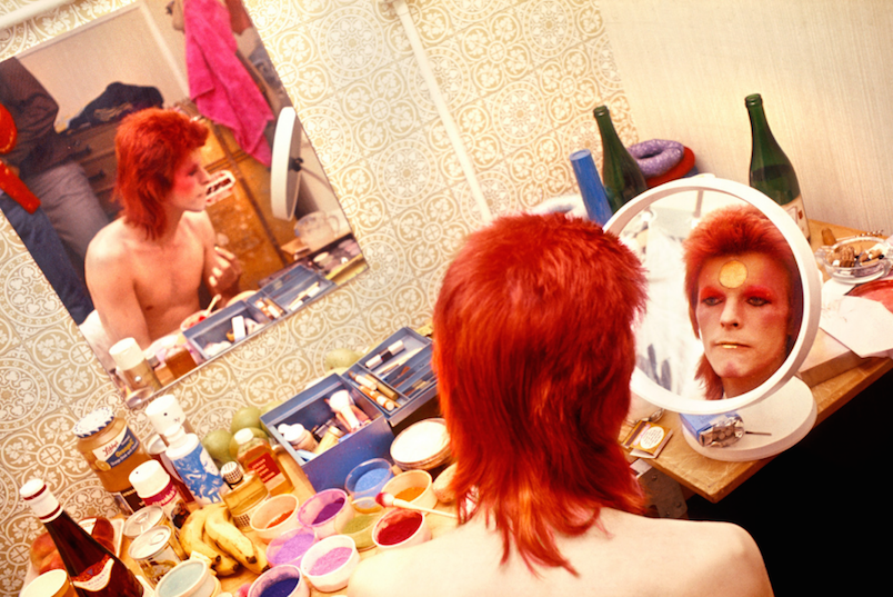 pr_rock_bowie_makeup_circle_mirror_1973_24356_1511251446_id_993000